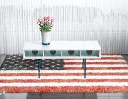 قالیچه خزدار + میز عسلی + گلدان
