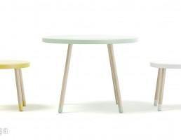 میز وصندلی چوبی