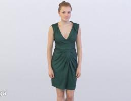 کاراکتر زن ایستاده با لباس سبز