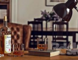 چراغ مطالعه + بطری ویسکی + لیوان