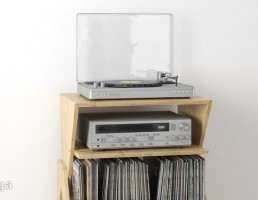 میز چوبی + مجله + دستگاه دی وی دی