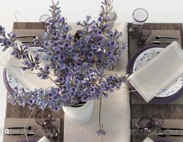 میز غذا + ظروف غذا + گل لاوندر