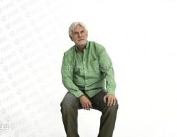 کاراکتر پیرمرد نشسته