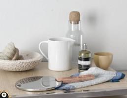 میز + وسایل آرایشی بهداشتی