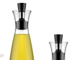 بطری های روغن زیتون