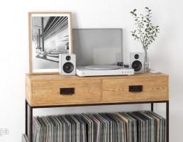 میز چوبی + مجله + قاب عکس