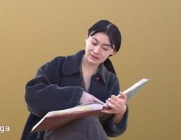 کاراکتر زن درحال کتاب خواندن