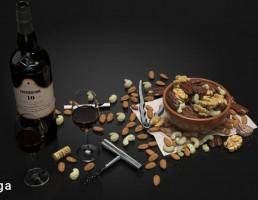 بطری شراب + کاسه آجیل