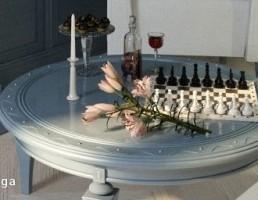 میز گرد + ظرف شیرینی + نوشیدنی