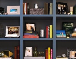 قفسه کتاب + وسایل تزیینی