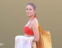 کاراکتر دختر با لباس دو تیکه شنا