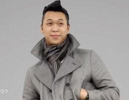 کاراکتر پسر جوان در یک ژاکت خاکستری