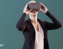 کاراکتر زن ایستاده در حال کار با دوربین VR