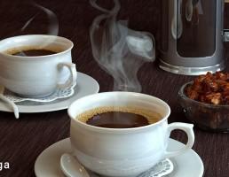 قهوه ساز دستی + فنجان قهوه + خرما