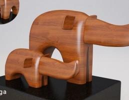 مجسمه فیل چوبی
