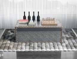 قالیچه خزدار + میز شطرنج + بطری