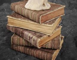 کتاب قدیمی و فانتزی