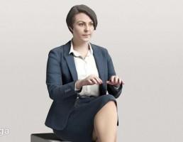 کاراکتر  زن نشسته درحال تایپ
