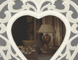آینه کلاسیک به شکل قلب