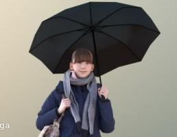 کاراکتر زن در لباس زمستانی