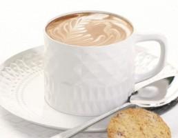فنجان + زیر فنجان چینی + قهوه + قاشق + بیسکویت