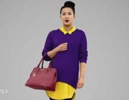 کاراکتر زن در ژاکت بنفش با یک کیف دستی